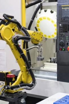 您知道关于工业焊接机器人价格的电压和电流应确保在额定功率之内知识吗?